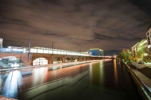 kelionė, vandens, upė, transportavimo sistema, apšviestas, Berlynas, architektūra, Transportas, Miestas, miestovaizdis, eismo, sistemos, vakaras