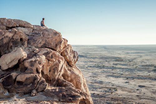 keliautojas,kalnas,desertas,uolingas,kalnai,uolos,smėlio,horizontas,nevaisinga,keliautojas,alpinistas,turistinis,turizmas,kelionė,gamta,kraštovaizdis,lauke,nuotykiai,žygiai,keliautojas,vyras,vyrai,vyrai,žmonės,asmenys,dangus,vaizdingas,peizažas,nuotykių keliones,gamtos kraštovaizdis,gamtos kraštovaizdis,veikla,pasivaikščiojimas
