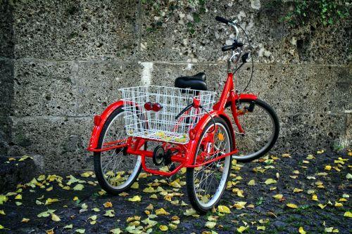 triratis,dviratis,ratas,nostalgija,retro,Rickshaw,kompanionai,dviračiu,apsipirkimas,transporto priemonė,transporto priemonė,miestas,komercinė transporto priemonė,transportas,judėjimas,raudona