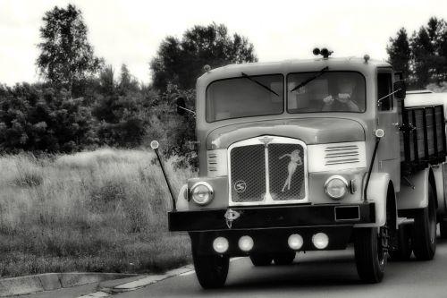 Sunkvežimis, Jeigu, H6Z, H6, Ddr, Istoriškai, Rytinė Vokietija, Padalinta Vokietija, Juoda Ir Balta, Ilgas Kelias, Horch