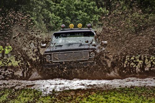 sunkvežimis,purvas,4x4,off-road,lenktynės,ekstremalios,purvo pelkė,garsiai,purvinas