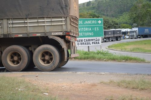 sunkvežimis,kelias,greitkelis,Brazilija,kroviniai,krovinių gabenimas,greitkelis