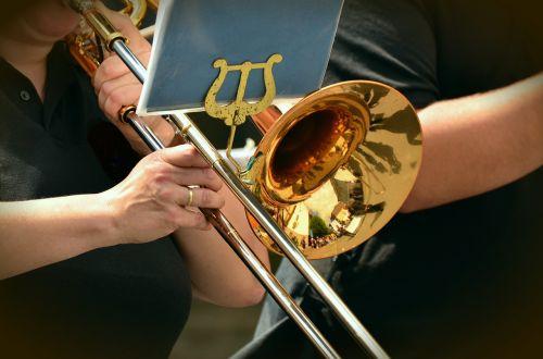 trimitas,slydimo trimitas,muzikinis instrumentas,einantis,dūdų orkestras,vėjo instrumentas,muzika,instrumentas,šviesti,Žalvaris,muzikantai,orkestras,tradicija,auksinis,Uždaryti,muzikos grupė,vario instrumentas
