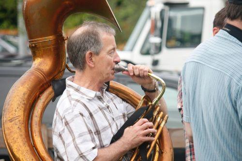 tuba,muzikantas,ragas,muzikinis,instrumentas,garsas,vyras,žaisti,muzika,spektaklis,žaisti