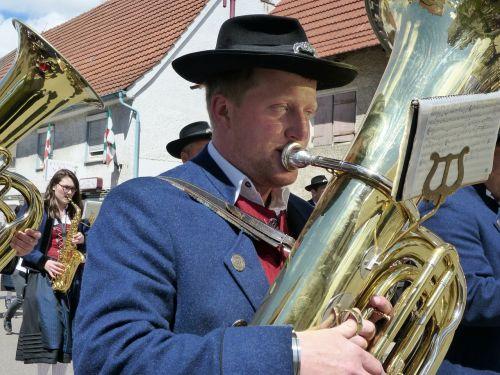 tuba,dūdų orkestras,judėti,orkestras,instrumentas,kostiumas,garsas,regioninis,vėjo instrumentas,pūstuvai,kandiklis,bavarija,muzikos grupė,muzika,vyras,asmuo,muzikinis instrumentas