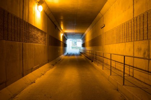 tunelis,geltona,koncentracija