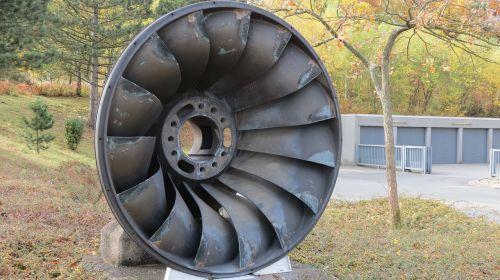 turbinos ratas,vandens turbina,vairuoti,vandens galia,ašmenys,vandens ratas,energijos gamyba,vandens malūnas