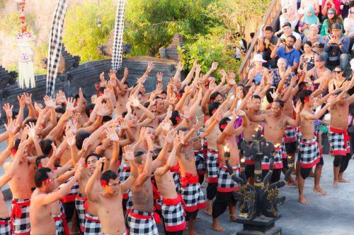 uluwatu,kultūra,bali,beždžionių šokis,šventė,tradicija,Feuertańz,Indonezija,kelionė,tradiciškai,įvykis,šokių šou,Balio šokis,ketčako šokis,kecak,šokis,hinduizmas,šventyklos šokėja,religija,šventykla,šokėjai,religinis