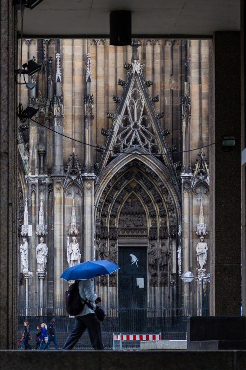 skėtis,lietus,bažnyčia,Kelnas,architektūra,istorija,Vokietija,pastatas,katalikų,Romos katalikų,vokiečių,religiniai įsitikinimai,religija,krikščionybė