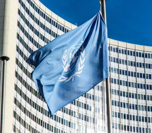 un,vėliava,tarptautinis bendradarbiavimas,užsienio prekyba,aukščiausiojo lygio susitikimas,visuotinis,valstybė,Pasaulinė prekyba