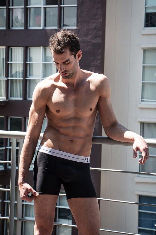apatinis trikotažas,bokserio šortai vyrams,jaunas vyras,kūno vyras,pilvas,kelia,drabužiai,fitnesas,vyras