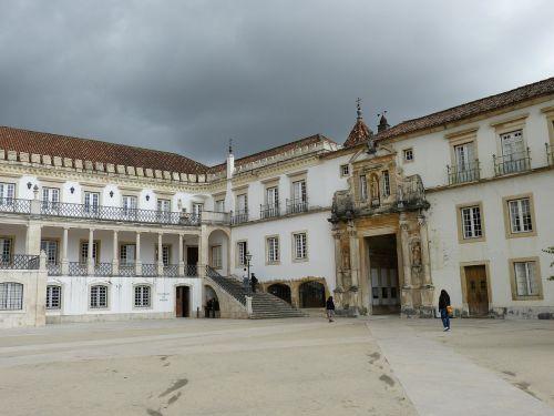 universitetas,coimbra,portugal,Unesco,UNESCO pasaulio paveldo vieta,UNESCO pasaulio paveldas,architektūra,pasaulinis paveldas,rūmai,erdvė,tikslas,balkonas,įvestis,laiptai