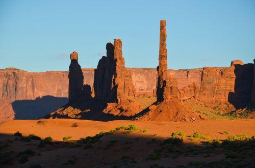 usa,amerikietis,pietvakarius,Laukiniai vakarai,kraštovaizdis,paminklo slėnis,Utah,colorado plato,Navajo,Navajo tauta,stalo kalnas,platus,dykuma,smėlis,lankytinos vietos,akmeniniai bokštai,usa vakarai,uolos,indėnai,rausvai,šešėlis,saulėlydis