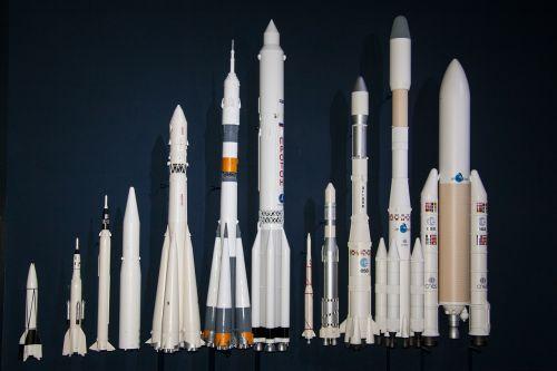 V2 Raketa, Ariane 5 Paleidimo Priemonė, Raketos Dydžio Palyginimas, Technologija, Ariane Serija, Raketa, Esa, Modeliai