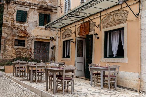 atostogos,kelionė,corfu,restaurante,žmonės,Miestas,vaiduoklių miestas,maistas,mėsa,maistas,vakarienė,nėra filtro,miestas,resturant,stalai,pietauti,namas,pastatas,atrasti