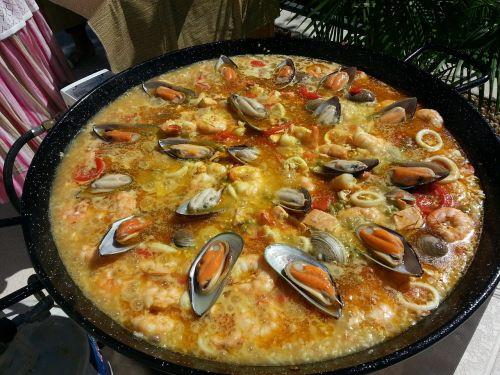 Valencian paella, paella, ispanų paella, Ugnis, Ispanija, maistas, ryžiai, Ispaniškas maistas, jūros gėrybės, pipirai, šafranas, vakarėlis, mityba, ispanų k. vynas, vėžiai, malkos deginamos, skanus, lena, troškinti, Viduržemio jūros, pomidorai, krevetės, daržovės, ispanų conina, liepsnos, ingridientai, ispanų virtuvė, virtuvė, grūdai, diena, moliuskai