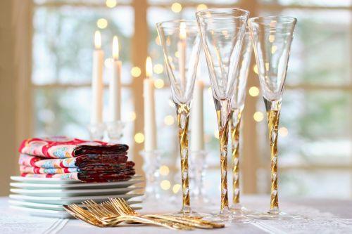 Valentino diena,valentine,stalas,stalo nustatymas,raudona,Valentino servetėlės,akiniai,vyno taurės,auksas,aukso dujos,sidabro dirbiniai,aukso sidabro dirbiniai,plokštės,dekoras,vakarienė,maistas,gerti,vakarėlis,šventė,romantiškas,romantika,pora,šventė,šakutė,nustatymas,pietauti,Kalėdos,stiklas,elegancija,tradicinis,servetė,stalo įrankiai,elegantiškas