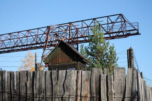 taškas,už tvoros,slaptas objektas,saugomas objektas,Laiptai į rojų,plotas,Už spygliuotos vielos