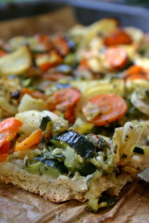 daržovių pica,pica,valgyti,maistas,pica topping,vegetariškas,sveikas,daržovės,kepimo skarda,cukinija,morkos,svogūnai,ispanų,Veganas,skanus,spalvinga,vitaminai,turtingas vitaminais