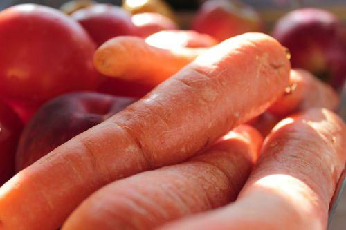 daržovės,morkos,toma,šviežios daržovės,ekologiškas,sveikas,žaliavinis,pomidoras,mityba,natūralus,maistas,šviežias,mityba