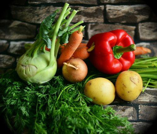 daržovės,spalvoti daržovės,sumaišyti daržovės,sveikas,derlius,vitaminai,paprika,morkos,koprabi,frisch,virimo ingredientai,spalvinga daržovė