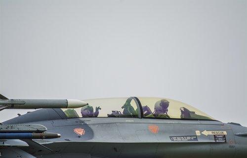 transporto priemonės, ginkluotųjų pajėgų rūšis, transportas, karas, orlaivių, plokštuma, F16, oro pajėgos, skristi, tūpimo metu, kovotojas orlaivių, myśliwiec, Uždaryti, kovotojas