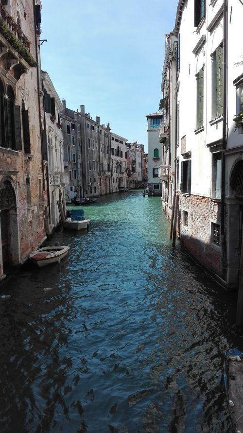 Venecija,valtis,kanalas,saulėtas