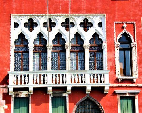 Venecija,architektūra,fasadas,balkonas,pastatas,langas,gotika,spalvos,raudona,siena,namas,gražus,senas,italy,gražiai,senas namas,rūmai,pritraukimas,pasaulis,akmens pastatytas namas,lauke,miestas,nuotrauka,spalvinga,kelionė,pastatai,Kelionės tikslas,vaizdingai,didysis kanalas,Turistų kelionės tikslas,turistinis,kelionė,istorinis,statiniai,gražus namas