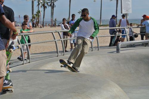 Venecijos paplūdimys,čiuožėjas,riedlentė,važinėjimas riedlente,riedlenčių parkas,veiksmas,jaunimas,judėjimas,Los Andželas,Kalifornija,usa