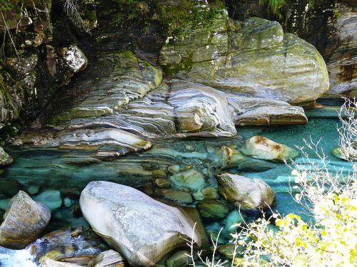 Verzasca, Upė, Vanduo
