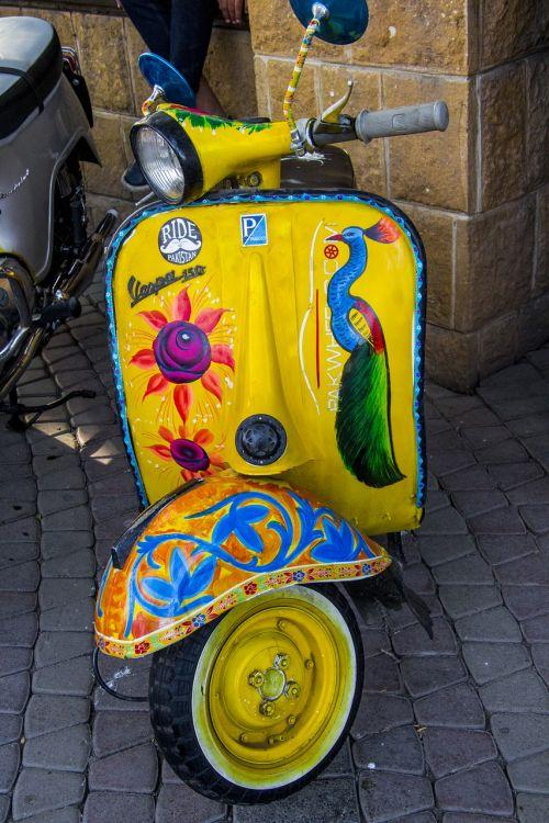 vespa,vintage,senovinis dviratis,vietos menas,menas,dviračių menas,Pakistano menas,tradicinis menas