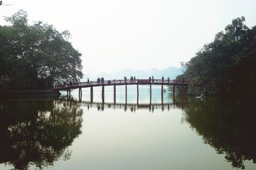 Vietnamas,Hanojus,tiltas,ežeras