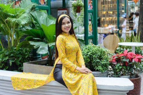 Vietnamas, ilgas kailis, asija, mergina vietnam, moterys, žmonės, gražios akys, geltona, Grožis, grožis, gražus, meilė, mergaitė, gražus šviežias, viliojanti, šypsosi, rudos akys, gražus, girly, portretas, grakštus, juoktis, raudonos lūpos, be honoraro mokesčio