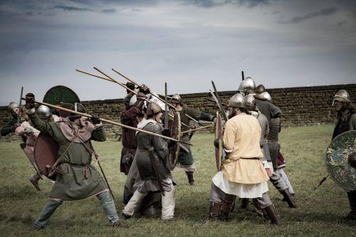 šalmas, reenactment, žmogus, kovoti, viking, kultūrinis, drąsos, apsauginis, mūšio laukas, ginkluotosios, kultūra, kareivis, istorija, stiprus, kariuomenė, Patinas, drąsos, riteris, įvykis, ginklas, žmonės, karys, tradicinis, pasididžiavimas, drąsus, istorinis, apsauga, Kardas, viking lydinys