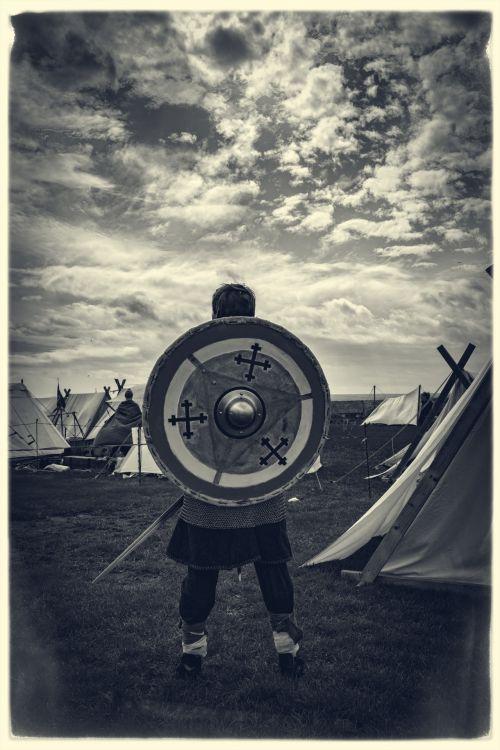 šalmas, reenactment, žmogus, kovoti, viking, kultūrinis, drąsos, apsauginis, mūšio laukas, ginkluotosios, kultūra, kareivis, istorija, stiprus, kariuomenė, Patinas, drąsos, riteris, įvykis, ginklas, žmonės, karys, tradicinis, pasididžiavimas, drąsus, istorinis, apsauga, Kardas, vikingo kareivis