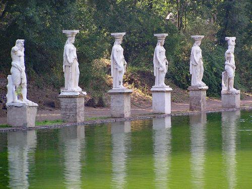 vila adriana,Hasrio vila,tivoli,italy,Europa,senovė,sugadinti,Archeologinis saitas,aukštis,menas,meno kūriniai,tvenkinys,vanduo,veidrodis,vila,istorija