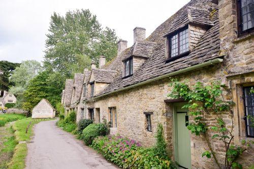 kaimas,kotedžų eilė,kotedžai,senos kotedžai,cotswold