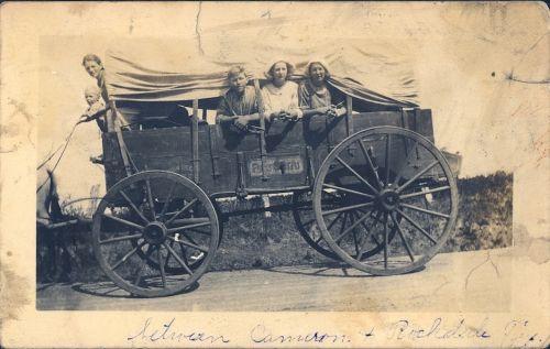 vintage,padengtas vagonas,šeima,migruoti,protėviai,kelionė,senelis,vagonas,Senovinis,padengtas,gabenimas,ratas,istorija,kaimiškas,istorinis,vežimo ratas,senamadiškas