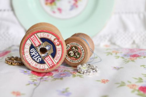 vintage spools,vintage thread,derliaus medvilnė,siuvimas,siūti,adatos reikmenys,hobis,amatų,sriegis,tekstilė,ritė,vintage
