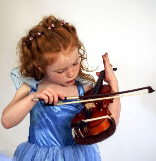 smuikas,fėja,vaikas,instrumentas,muzikantas,muzika,spektaklis,mergaitė