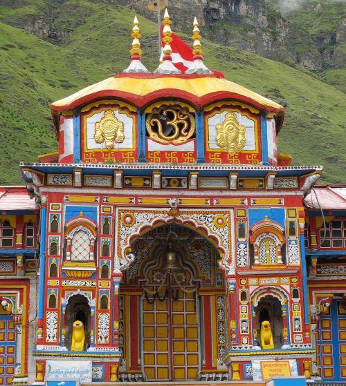 vishnu šventykla,badrinath,Himalajus,alaknanda,piligrimystės vieta,šventa vieta,badrinarayan šventykla,uttarakhand,vishnu,dievybė,Indija,hinduizmas,hindu,Indijos dievai,dievas,šiaurės Indija,kelionė,menas,religija,šventykla,architektūra
