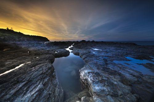 vulkaninis uolas,koralas,nuotykis,puiku,fonas,gražus,įspūdingas,kranto,aušra,dramos,Moteris,spalvingas,negaliu patikėti,kraštovaizdis,šviesa,magija,didingas,laikas,natūralus,vandenynas,lauke,Fotografas,nuotrauka,provincija,quang ngai,Rokas,scena,jūra,Krantas,dangus,vasara,saulėtekis,saulėlydis,kelionė,Unikalus,Vietnamas,matyti,vulkanas,laukti,vanduo,pasaulis