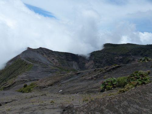 vulkanas,irazú,krateris,kalnas,debesys,lava,vulkaninis krateris,vulkanizmas,Kosta Rika,nusmukęs,vulkaninis uolas,kraštovaizdis,gamta