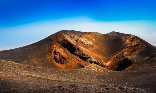 vulkanas,panoraminis,gamta,kraštovaizdis,kalnas,karštas,dienos šviesa,geologija,dangus,vaizdingas,krateris,lauke,turizmas,geologinis,aplinka,akmuo,formavimas,natūralus,Rokas,erozija,raudona,smėlis,sausas,Italia,etna,sicilija,nuostabus,vulkaninis,italy,Viduržemio jūros,etnea,sicilija,skylė,kalnas
