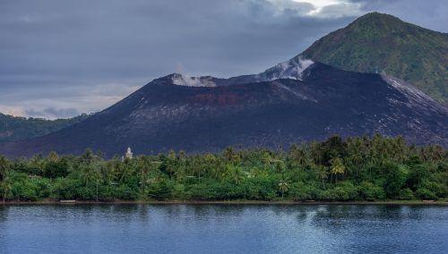 vulkanas,dūmai,garai,gamta,išsiveržimas,vulkaninis,kalnas,lava,kaldera,aktyvus,pelenai,krateris,nuotykis,bažnyčia