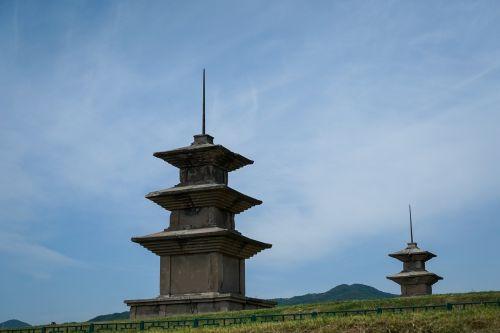 vu corp,kultūros paveldas,etninė kultūra,akmens bokštas,budistinė kultūra,architektūra,Korėjos kultūra,lenktynių kelionės,pasaulio kultūros paveldas,charlton savaitė,trečioji pagoda,mašina yra tik dalis,kasimas