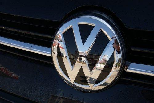 VW, logotipas, emblema, personažai, chromo, blizgesys