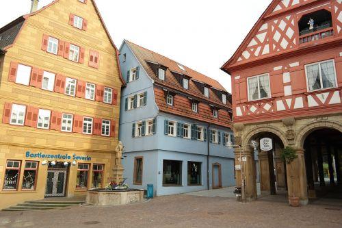 Waiblingen,stadtmitte,centras,miestas,miesto centre,centro,istorinis senamiestis,fachwerkhäuser,istorinė miesto rotušė,miesto rotušė,raudona,geltona,prekyvietė