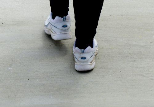 vaikščioti, vaikščioti, tenisas, avalynė, pratimas, paprastas, moteris, vaikščioti 2