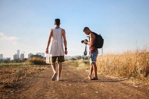 vaikščioti kartu,gamta,draugai,žmonės,kartu,jaunas,gyvenimo būdas,moteris,meilė,lauke,laisvalaikis,vyras,šeima,vaikščioti,linksma,laimingas,vasara,atostogos,du,parkas,suaugęs,laimė,diena,šypsosi,pora,vaikščioti,Moteris,santykiai,šventė,džiaugsmas,mergaitė,linksmas,motina,saulėlydis,kaukazo,vaikystę,romantiškas,vaikas